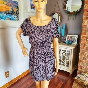 Cheetah print t-shirt dress with pockets!